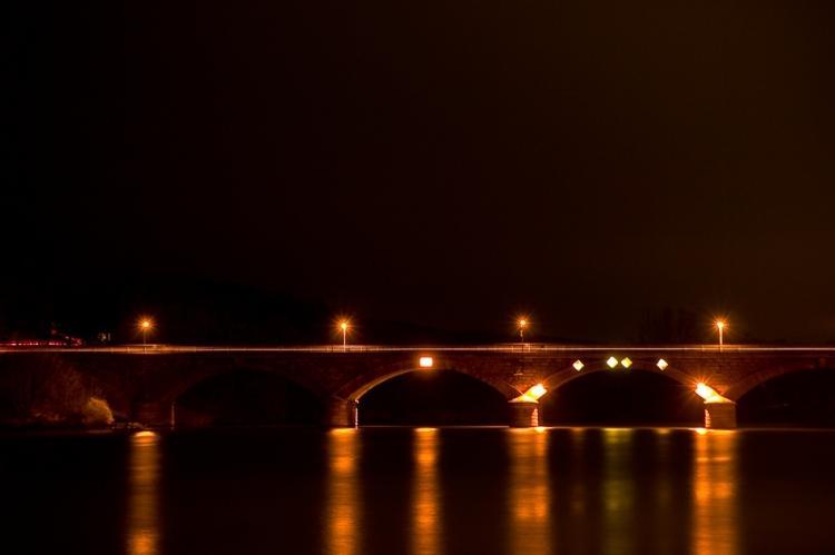 Bild: Alte Mainbrücke bei Nacht