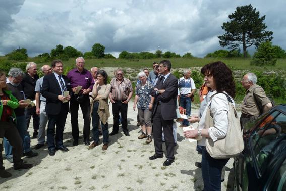 Bei der Gebietsbereisung mit örtlichen Politikern im Juni 2013
